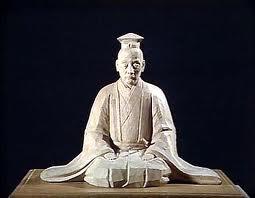 Escultura que representa a Zeami Motokiyo